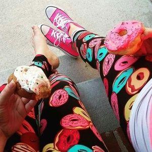 LuLaRoe Tall & Curvy Donut Legging **RARE**